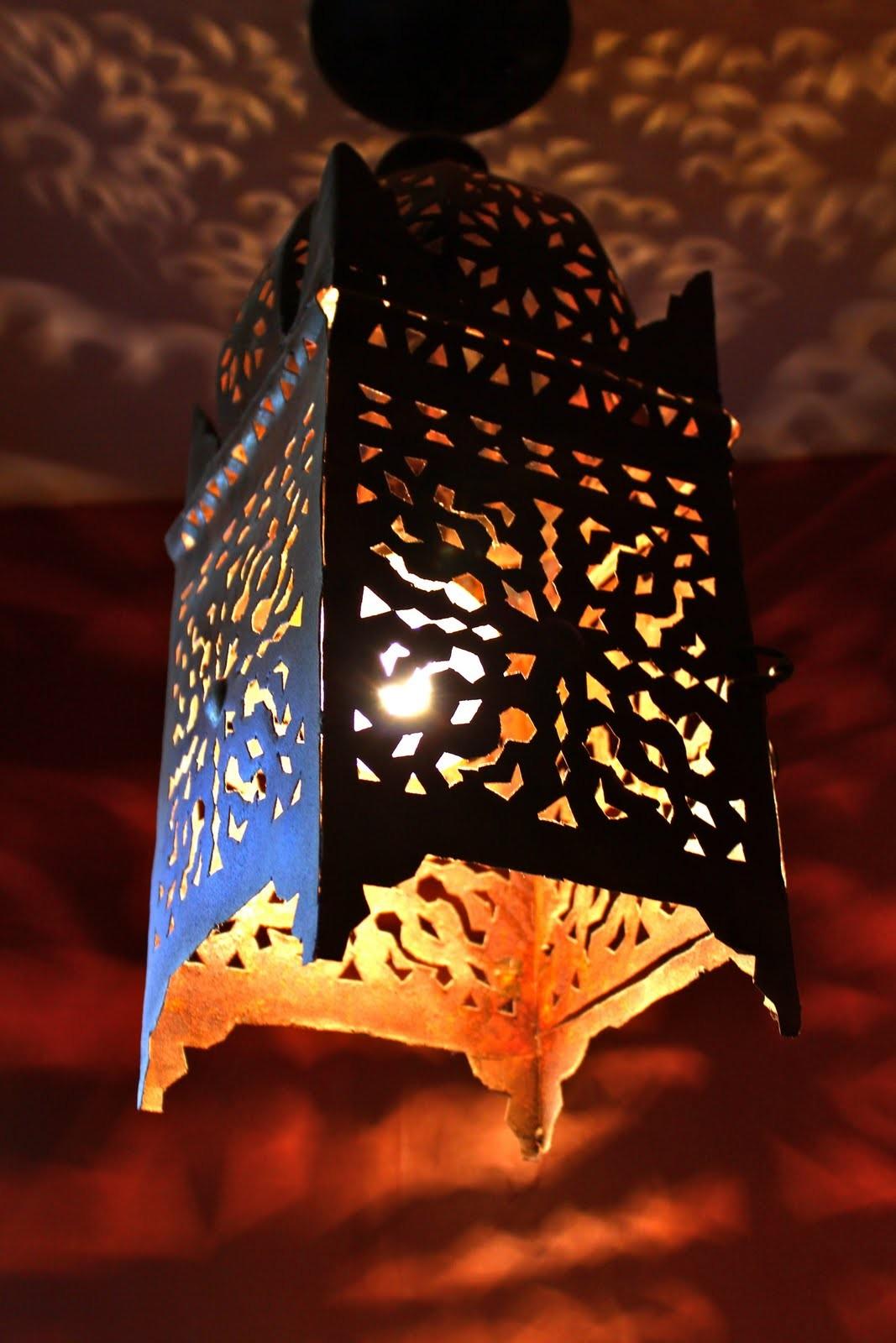 orientalische laterne aus geschmiedetem eisen. Black Bedroom Furniture Sets. Home Design Ideas