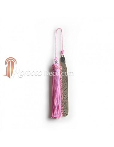 Marque page fait main metal gravé et pompon de soie rose