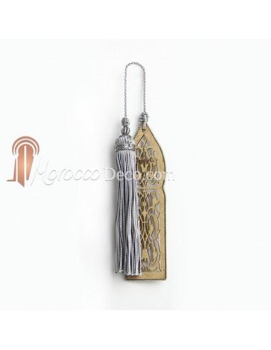 Marque page fait main porte orientale et pompon de soie gris