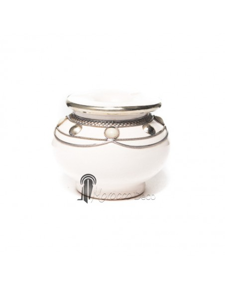 Cendrier marocain main blanc, cerclé de métal poli et torsadé-