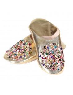 https://moroccodeco.com/babouches-femmes/686-babouche-essaouira-couleur-or-babouche-marocaine-fait-main-chaussons-cousus-main-mocassins-femme-pantoufles-confortables.html