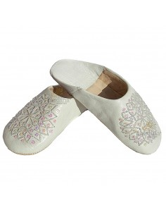 https://moroccodeco.com/babouches-femmes/461-babouche-paillettes-brodees-babouche-femme-modele-galia-blanche.html