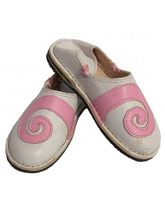 https://moroccodeco.com/babouches-femmes/505-babouche-berbere-design-spirale-rose-et-blanc.html