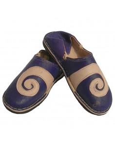 https://moroccodeco.com/babouches-hommes/509-babouche-berbere-design-spirale-ivoire-et-violet.html