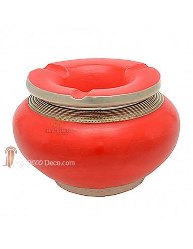 Cendrier marocain tadelakt design rouge, cendrier fait main incrusté et cerclé de métal poli inoxydable et metal brossé torsadé