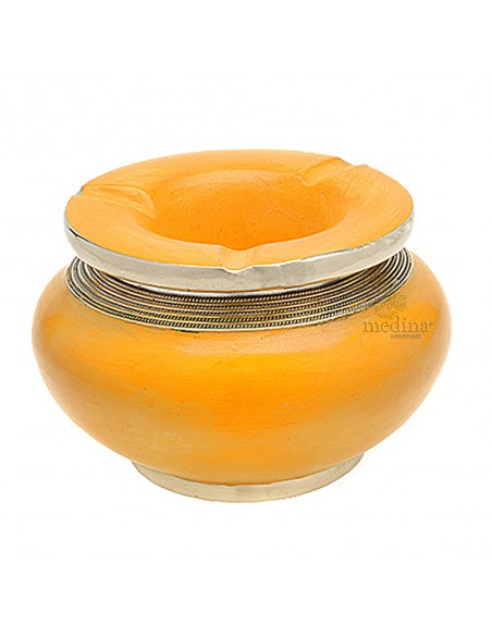 Cendrier marocain tadelakt design jaune, cendrier fait main incrusté et cerclé de métal poli inoxydable et metal brossé torsadé