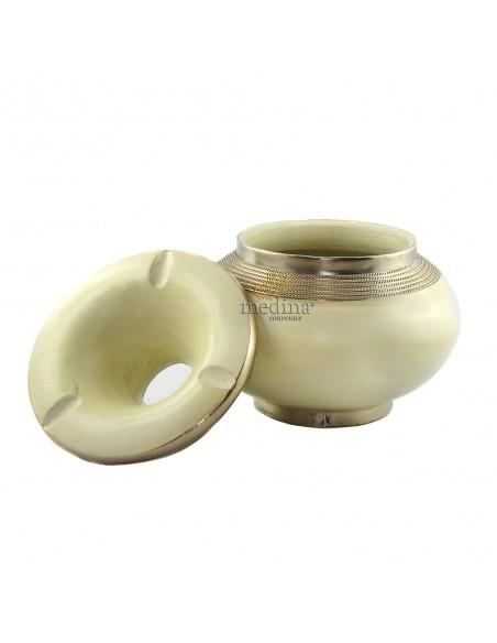 Cendrier marocain tadelakt design Ivoire, cendrier fait main incrusté et cerclé de métal poli inoxydable et metal brossé torsadé