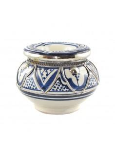 https://moroccodeco.com/cendriers/819-cendrier-marocain-fait-main-bleu-incruste-et-cercle-de-metal-poli-et-torsade.html