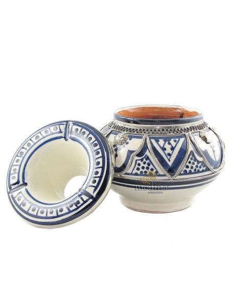 Cendrier marocain fait main bleu, incrusté et cerclé de métal poli et torsadé