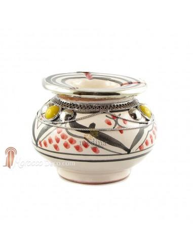 Cendrier marocain fait main rouge et noir, incrusté et cerclé de métal poli et torsadé