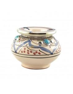 https://moroccodeco.com/cendriers/830-cendrier-marocain-fait-main-bleu-et-rouge-incruste-et-cercle-de-metal-poli-et-torsade.html
