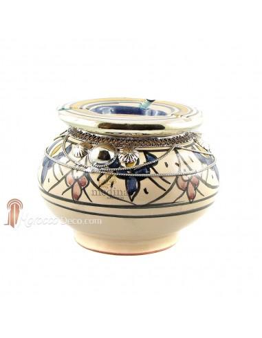 Cendrier marocain fait main bleu, rouge et jaune, cerclé de métal poli et torsadé