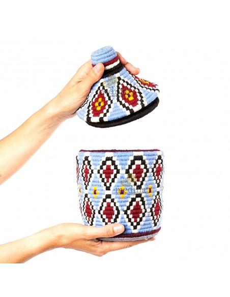 Boite vintage 1 cousue et tissée au fil de laine dans les tons bleu et rouge