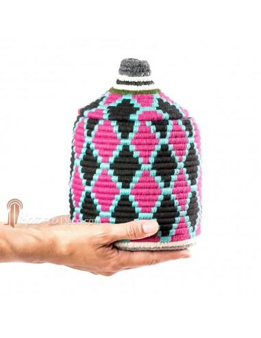 Boite vintage 22 cousue et tissée au fil de laine dans les tons noir, rose et turquoise