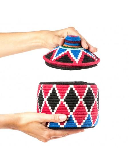 Boite vintage 24 cousue et tissée au fil de laine dans les tons rouge, noir et bleu