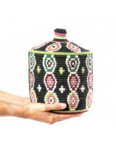 https://moroccodeco.com/boites-et-coffrets-vintages/970-boite-vintage-36-cousue-et-tissee-au-fil-de-laine-dans-les-tons-noir-avec-formes-multicolores.html