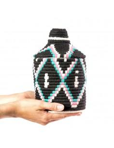https://moroccodeco.com/boite-vintage-37-cousue-et-tissee-au-fil-de-laine-dans-les-tons-noir-rose-et-turquoise
