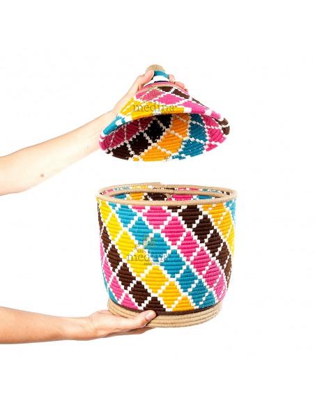 Grande boite vintage 39 cousue et tissée au fil de laine dans les tons marrons, jaune, turquoise et rose
