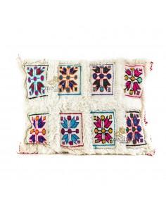 https://moroccodeco.com/coussins/905-coussin-rectangulaire-vintage-blanc-tisse-a-la-main-et-broderies-multicolores.html