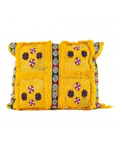 https://moroccodeco.com/coussin-rectangulaire-vintage-jaune-tisse-a-la-main-et-broderies-multicolores-coussin-vintage-tisse-a-la-main