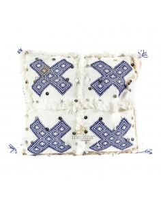 https://moroccodeco.com/coussin-vintage-berbere-en-laine-vierge-tisse-main-blanc-motifs-bleus