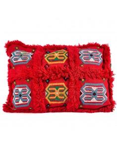 https://moroccodeco.com/coussin-vintage-rectangulaire-rouge-tisse-a-la-main-motifs-brodes