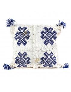 https://moroccodeco.com/coussin-vintage-berbere-100-laine-vierge-tisse-main-blanc-motifs-bleus-avec-ses-pompons-de-laine