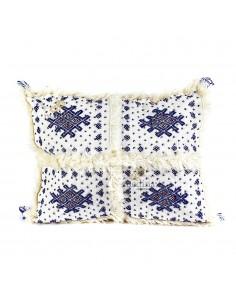 https://moroccodeco.com/coussins/918-coussin-vintage-berbere-rectangulaire-en-laine-vierge-tisse-main-motifs-bleus-avec-ses-pompoms-de-laine-assortis.html